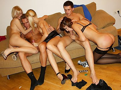 Seducing a highly red-hot and killer college gal girl
